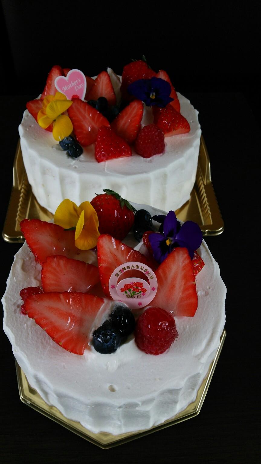 母の日 には、エディブルフラワーのケーキを